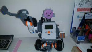 """Kit di robotica educativa: da """"oggetti con cui pensare"""" a """"oggetti con cui pensare ed emozionarsi"""""""